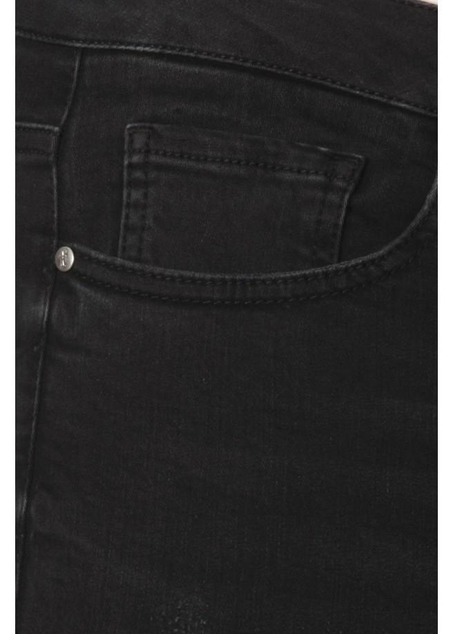 Feminine Jeans mit Stickereien /