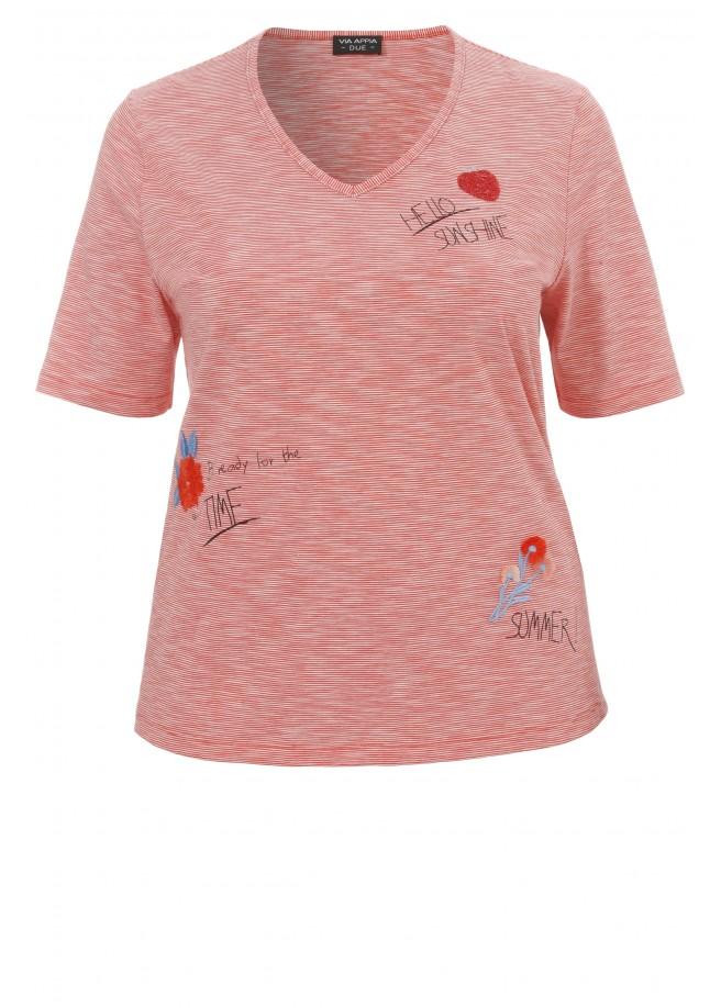 Sommerliches T-Shirt mit Stickereien /