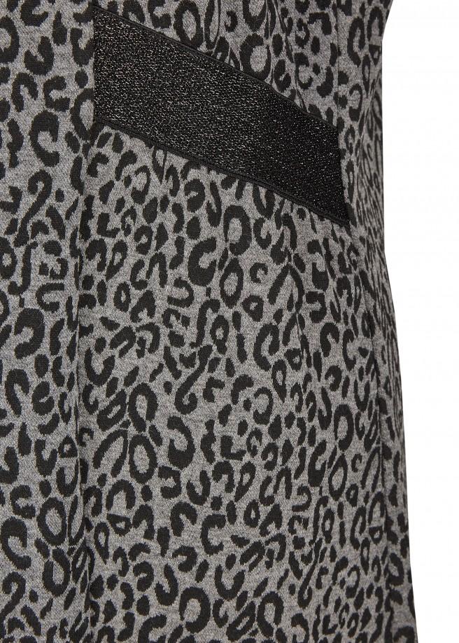 Feminines Kleid mit Leo-Muster /