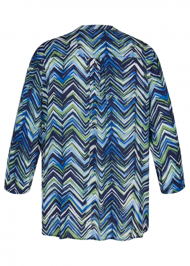 Moderne Shirtbluse mit buntem Zick-Zack-Muster /
