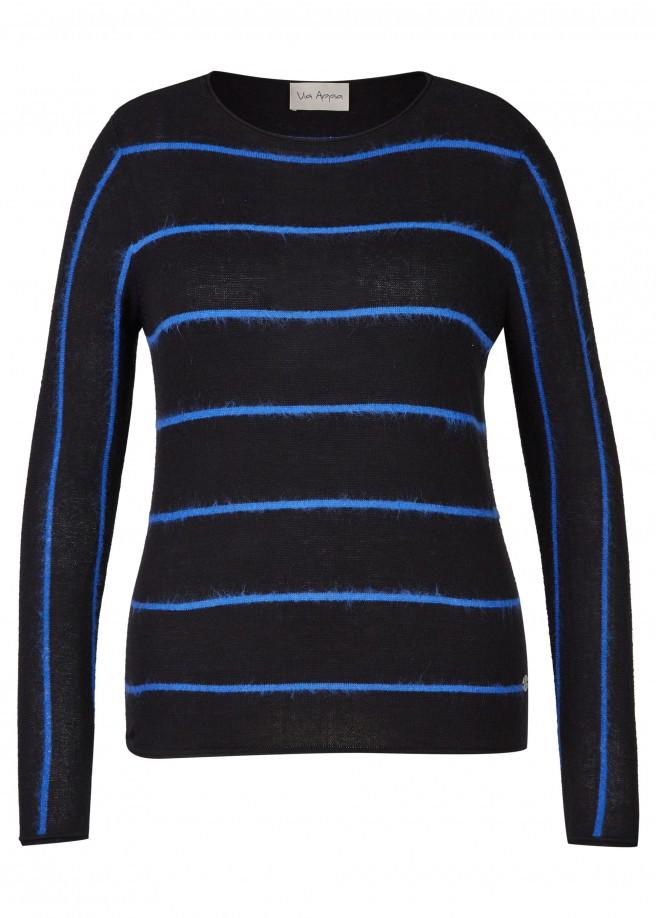 Modischer Pullover mit Ringel-Muster /